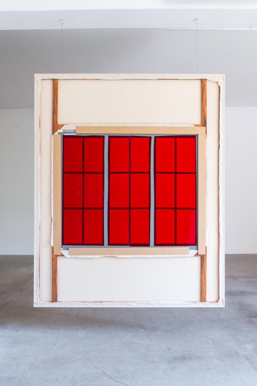 grande fenetre rouge dos — Charlotte Houette, Artiste