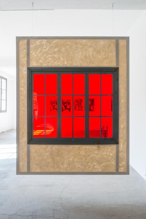 grande fenetre rouge face — Charlotte Houette, Artiste