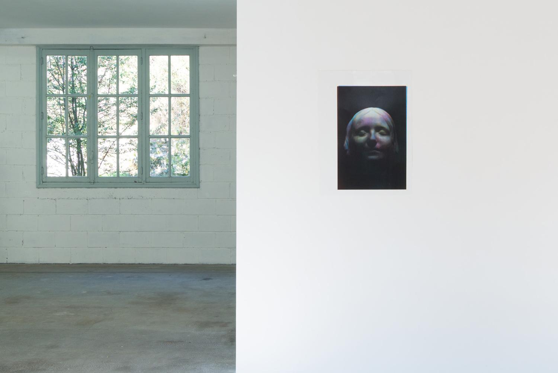 sophie et fenêtre — Charlotte Houette, Artiste